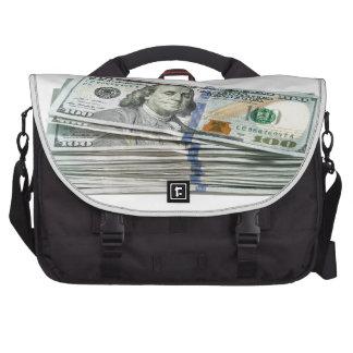 Pilas de cientos billetes de dólar bolsas para portatil