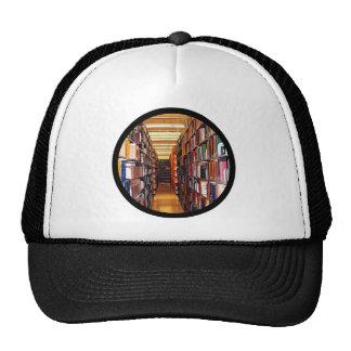 Pilas de la biblioteca gorra