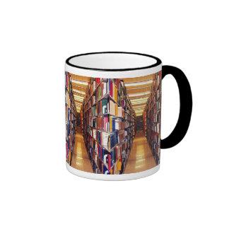 Pilas de la biblioteca taza de dos colores