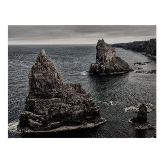 Pilas de la roca de Duncansby al norte del paisaje Tarjeta Postal