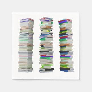 Pilas de servilletas de papel de los libros