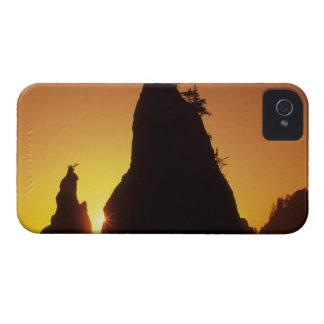 Pilas y reflexiones del mar en la puesta del sol,  iPhone 4 Case-Mate funda