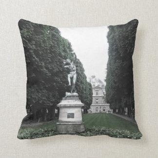 Pillow - Jardin du Luxembourg, Paris