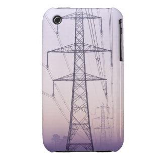 Pilones de la electricidad en niebla en el amanece iPhone 3 cobreturas