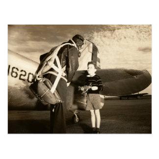 Piloto 1940 y muchacho militares americanos de los tarjeta postal