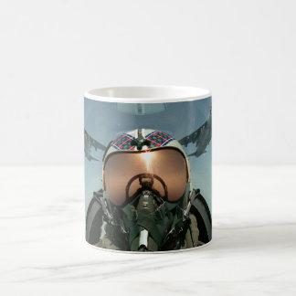 Piloto de la fuerza aérea taza clásica