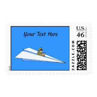 Piloto divertido del aeroplano de papel franqueo