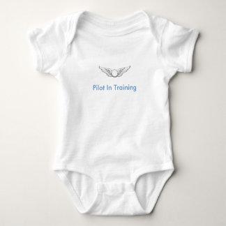Piloto en el entrenamiento body para bebé