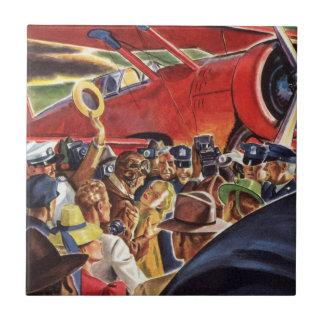 Piloto, mujer y aeroplano del vintage con los azulejo cuadrado pequeño