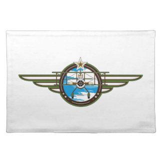 Piloto y biplano lindos de la fuerza aérea mantel