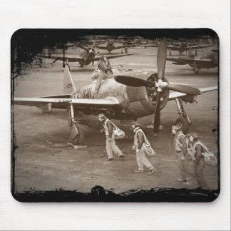 Pilotos de caza que entrenan en los rayos P-47 Alfombrillas De Ratones