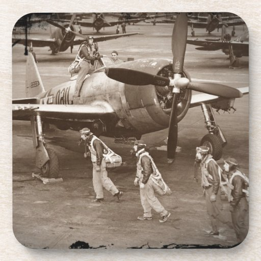 Pilotos de caza que entrenan en los rayos P-47 Posavasos