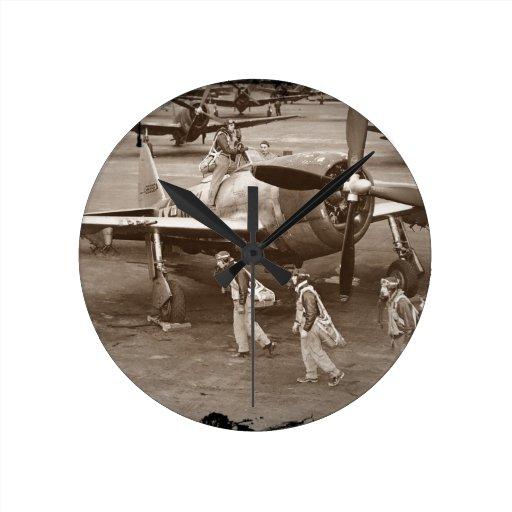 Pilotos de caza que entrenan en los rayos P-47 Relojes
