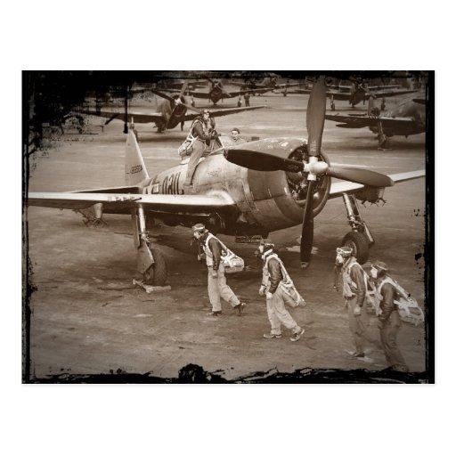 Pilotos de caza que entrenan en los rayos P-47 Postal