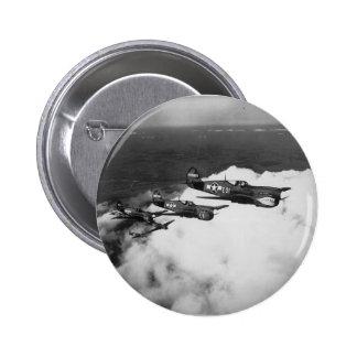 Pilotos del negro en aviones de combate Tiburón-So Pins