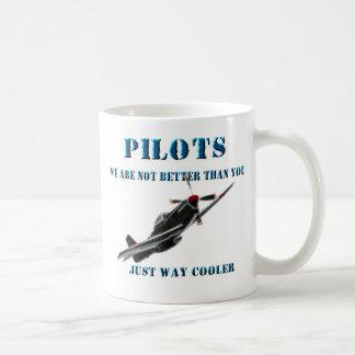 Pilotos - no somos mejores que usted taza básica blanca