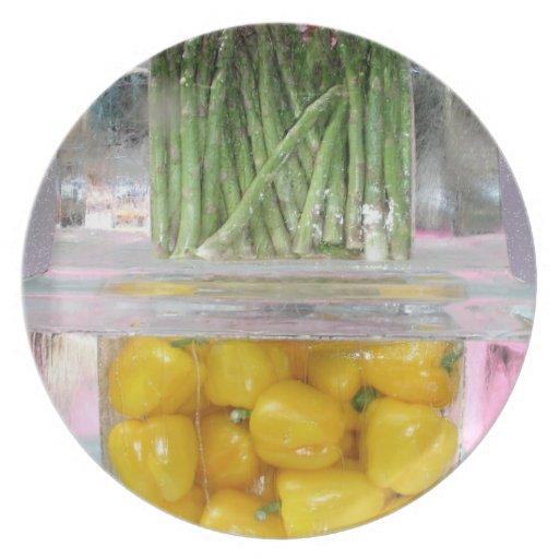 Pimientas amarillas en hielo platos