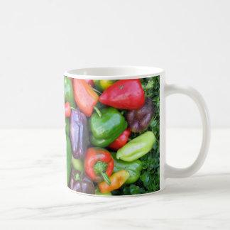 Pimientas coloridas taza de café
