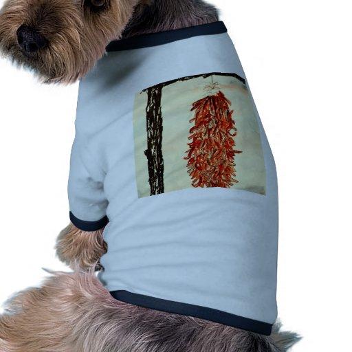 Pimientas de chile candentes camiseta con mangas para perro