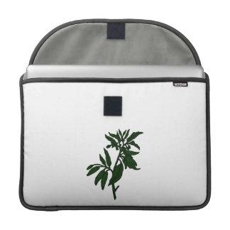 Pimientas de chile verdes en la planta verde oscur fundas macbook pro