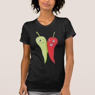 Pimientas de chile verdes rojas de la camiseta el