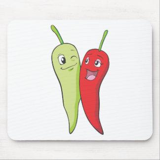 Pimientas de chile verdes rojas de la camiseta el alfombrillas de ratón
