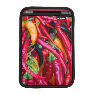 Pimientas del chile picante en el mercado de los fundas de iPad mini