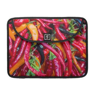 Pimientas del chile picante en el mercado de los funda para macbook pro
