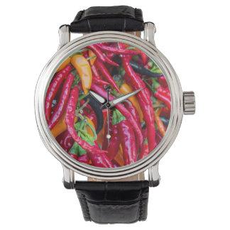 Pimientas del chile picante en el mercado de los relojes de pulsera