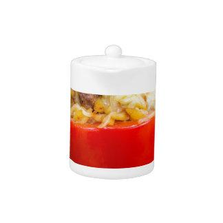 Pimientas rellenas Baked con la salsa y el queso