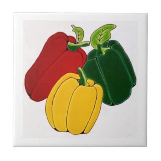 Pimientas rojas, amarillas y verdes tejas  cerámicas