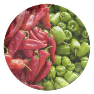 Pimientas rojas y verdes platos de comidas