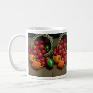 Pimientas y tomates hermosos tazas