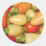 Pimientos picantes amarillo rojo y naranja pegatina redonda