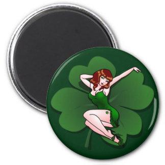Pin afortunado del irlandés encima de los regalos imán redondo 5 cm