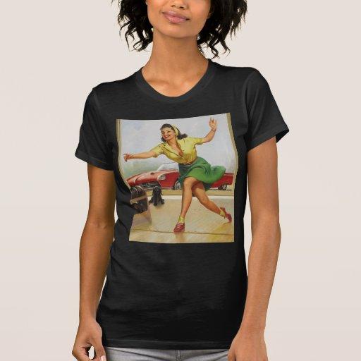 Pin de bolos encima del chica camiseta