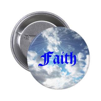 Pin del botón del cielo azul de la fe