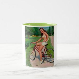 Pin del ciclista de la bicicleta de Gil Elvgren de Taza Dos Tonos