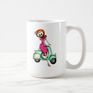 Pin del esqueleto encima del chica en la vespa taza de café