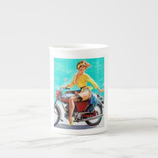 Pin del jinete de la motocicleta de Gil Elvgren de Taza De Porcelana