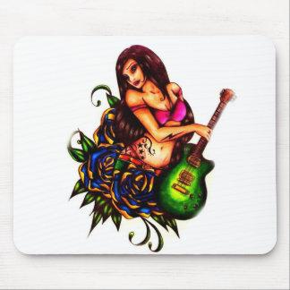 Pin encima del chica con la guitarra tapetes de ratón