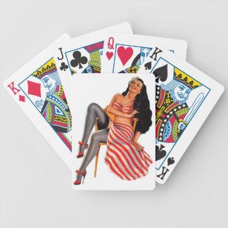 Pin encima del chica modelo cartas de juego