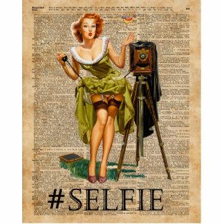 Pin encima del chica que hace arte del diccionario fotoescultura vertical