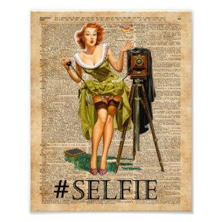 Pin encima del chica que hace arte del diccionario fotografía