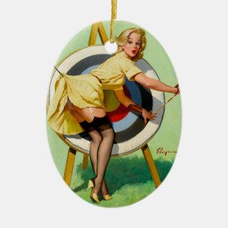 Pin modelo del vintage encima del ornamento de Gil Ornato