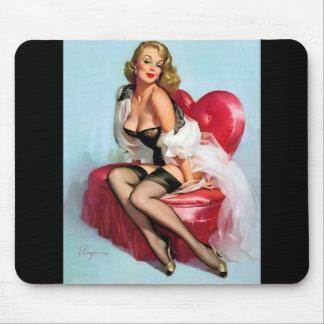 Pin modelo retro de Gil Elvgren del arte del vinta Tapetes De Raton