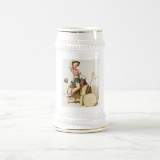 Pin occidental bonito que se sienta encima del jarra de cerveza