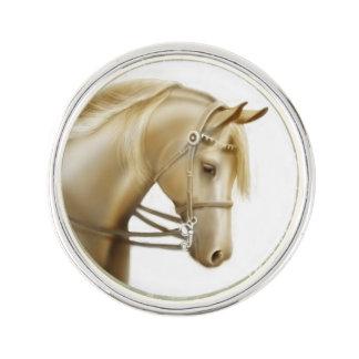 Pin preferido de la solapa del caballo de montar a