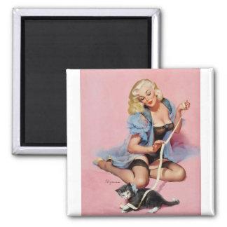 Pin retro de Gil Elvgren del vintage encima del ch Imanes