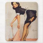 Pin retro de Gil Elvgren del vintage encima del ch Alfombrillas De Ratón